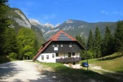 Planinska koča na Vojah (690 m)